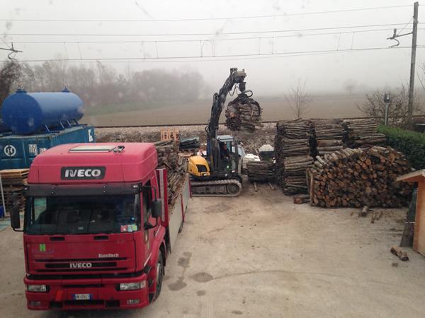 Carico e scarico legna umbra